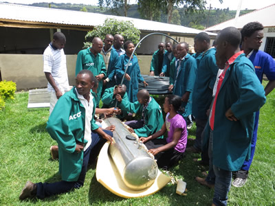Renewable Energies - Students making a solar water heater